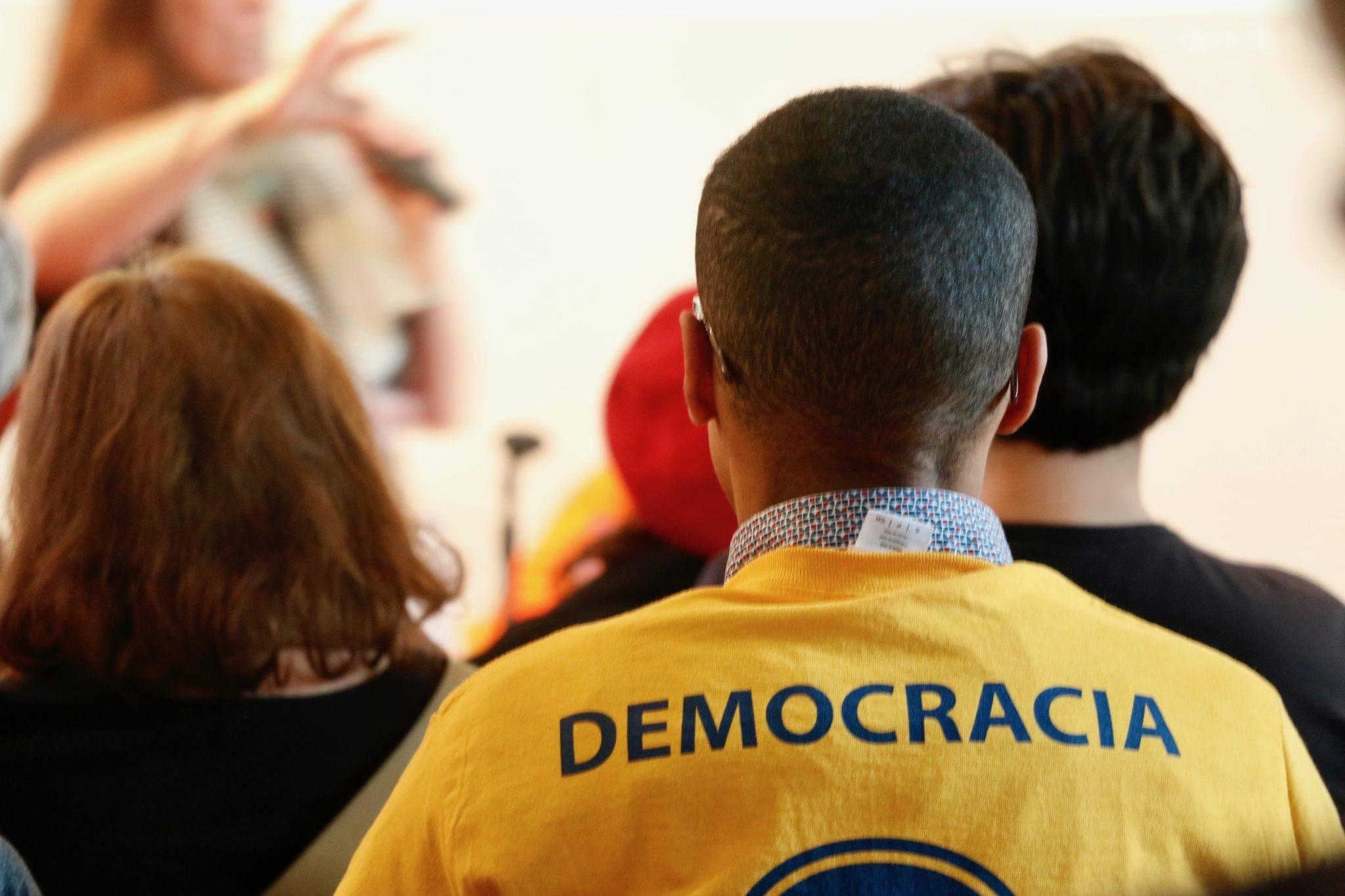 """Primeiro encontro de """"brasileiros no mundo contra o golpe"""" reúne mais de 100 em Amsterdã"""