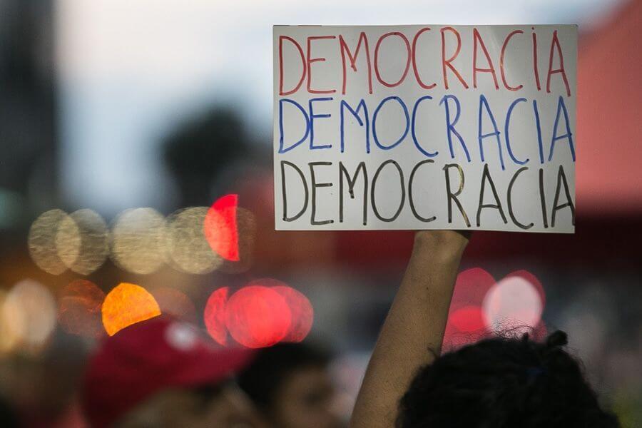 O que é democracia, afinal?