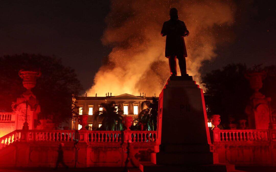 """Bolsonaro bloqueia """"só"""" 12 milhões, mas Museu Nacional deve quase 700"""